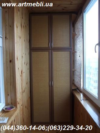 Шафа на балкон (Шафа балконна) ДСП - Еггер Дуб світлий Фасад – МДФ профіль горіх Наповнення – Ротанг натуральний