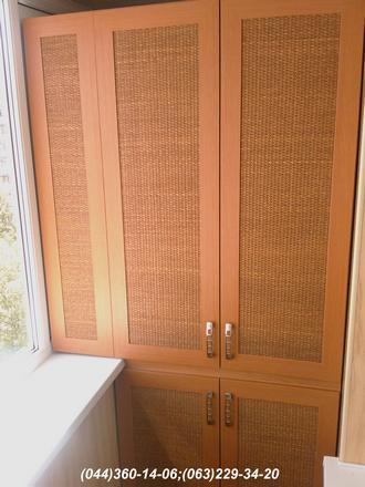 Шафа на балкон (Шафа балконна) ДСП - вільха гірська, Фасад – МДФ профіль яблуня Наповнення – ротанг натуральний