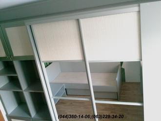 Меблі в дитячу кімнату. Шафа-купе в дитячу ДСП - Алюміній 22 мм, Система – ADS срібло, Дзеркало + ротанг натуральний