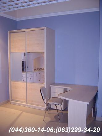 Стіл + шафа для менеджера ДСП - Береза Майнау. Система – ADS срібло Двері комбіновані - дзеркало – срібло + ДСП